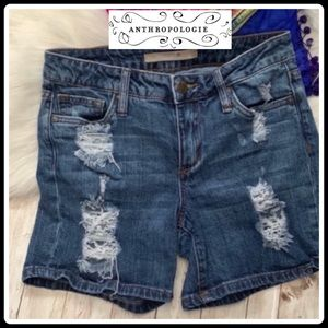 ANTHROPOLOGIE DISTRESSED MID RIZE SHORTS 25